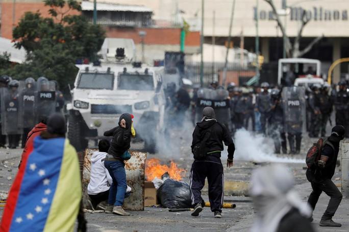 Venezuela: Thủ lĩnh đối lập tìm kiếm sự ủng hộ của quân đội - Ảnh 2.