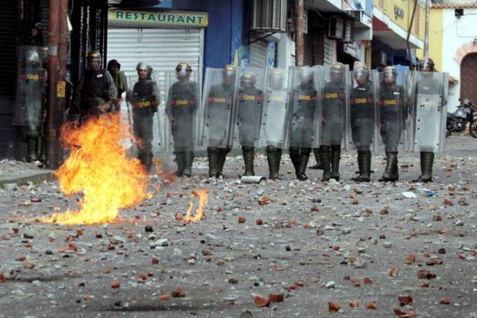 Bài học từ Venezuela: Quá phụ thuộc vào dầu - Ảnh 1.