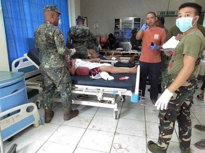 Philippines: Đánh bom kép đẫm máu gần nhà thờ, 20 người chết - Ảnh 2.