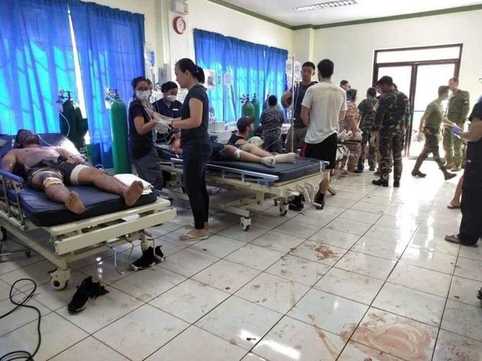 Philippines: Đánh bom kép đẫm máu gần nhà thờ, 20 người chết - Ảnh 3.