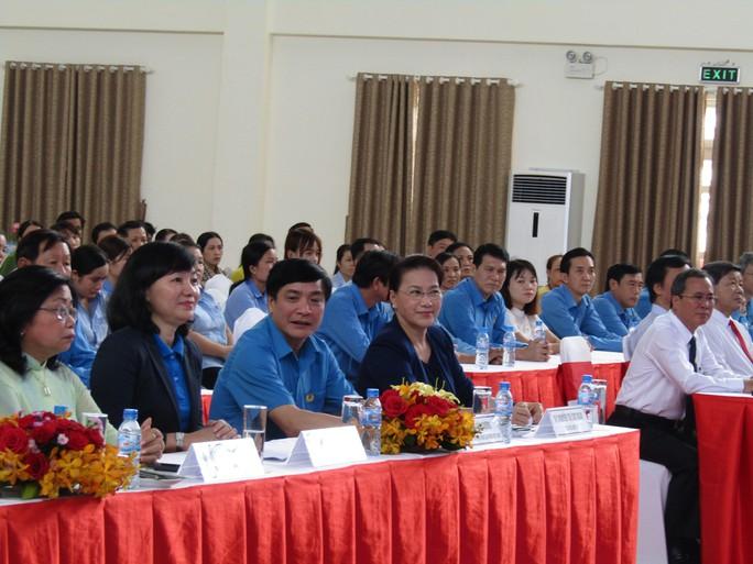 Chủ tịch Quốc hội dự Tết sum vầy với công nhân Bình Dương - Ảnh 2.