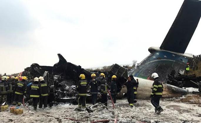 """Cơ trưởng """"suy sụp tinh thần"""", máy bay bốc cháy, 51 người thiệt mạng - Ảnh 1."""