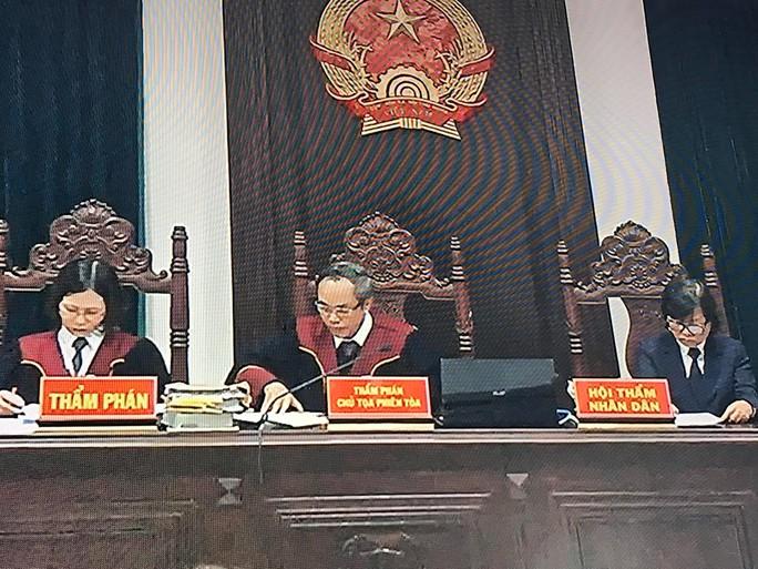 Ngồi sau Vũ nhôm, 2 cựu thứ trưởng Bộ Công an ghé tai nhau trao đổi - Ảnh 8.