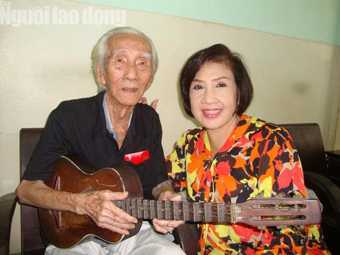 Danh hài Hoài Linh... làm thơ tặng bạn đọc Giải Mai Vàng, tri ân nghệ sĩ - Ảnh 3.