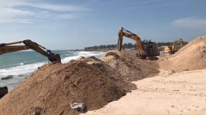 Bình Thuận: Khẩn trương khắc phục tình trạng xâm hại bãi đá 7 màu - Ảnh 1.