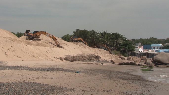 Bình Thuận: Khẩn trương khắc phục tình trạng xâm hại bãi đá 7 màu - Ảnh 2.