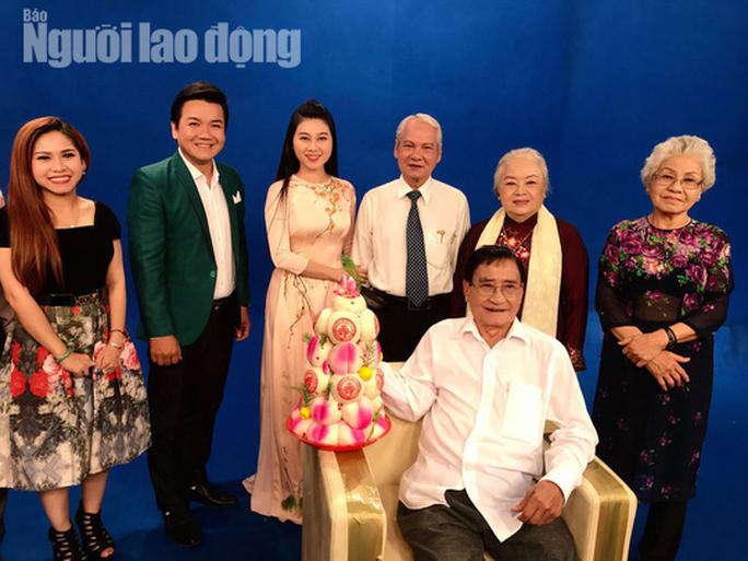 Danh hài Hoài Linh... làm thơ tặng bạn đọc Giải Mai Vàng, tri ân nghệ sĩ - Ảnh 4.