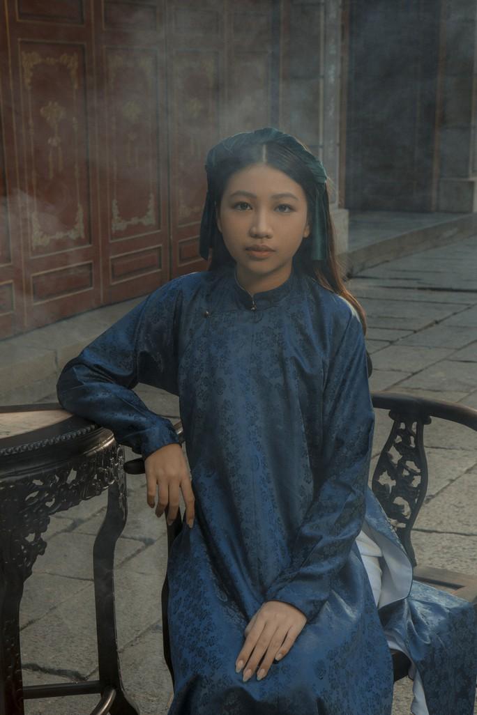 Vân Trang khác lạ khi hóa Hoàng hậu Lệ Thiên Anh - Ảnh 5.