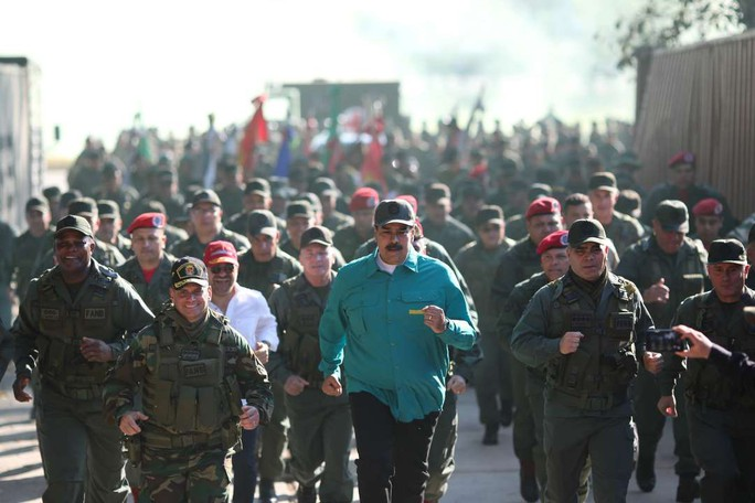 Tổng thống Venezuela thị sát tập trận với nhiều loại khí tài Nga - Ảnh 3.