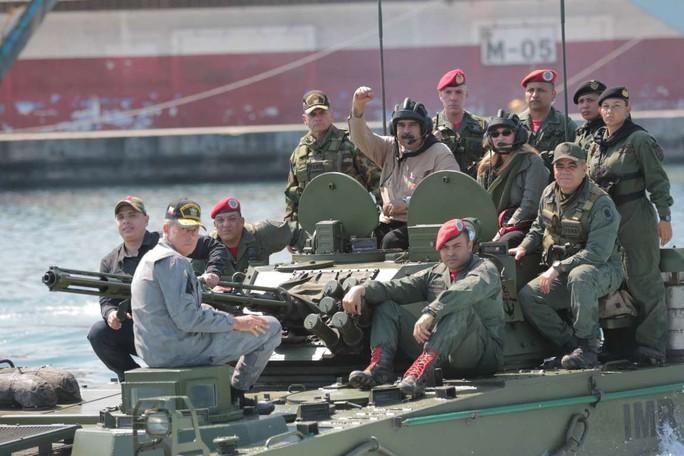 Tổng thống Venezuela thị sát tập trận với nhiều loại khí tài Nga - Ảnh 4.