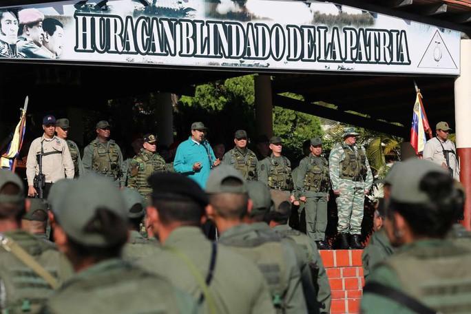 Tổng thống Venezuela thị sát tập trận với nhiều loại khí tài Nga - Ảnh 1.