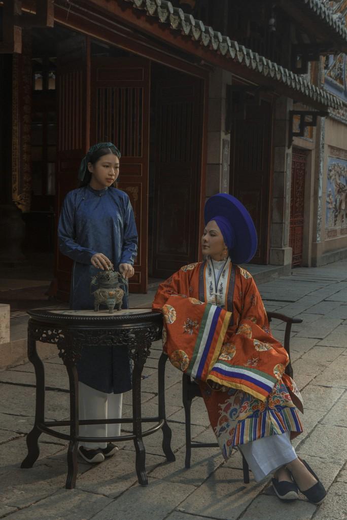 Vân Trang khác lạ khi hóa Hoàng hậu Lệ Thiên Anh - Ảnh 3.