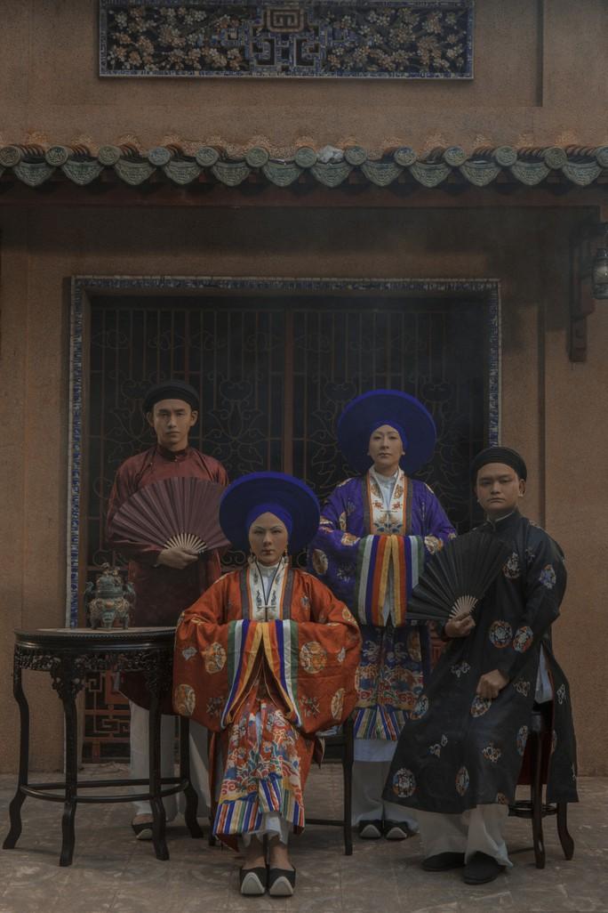 Vân Trang khác lạ khi hóa Hoàng hậu Lệ Thiên Anh - Ảnh 4.