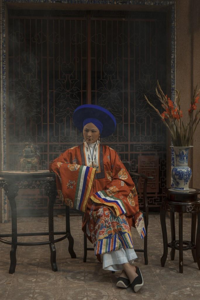 Vân Trang khác lạ khi hóa Hoàng hậu Lệ Thiên Anh - Ảnh 1.