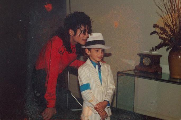 Gia đình phản ứng phim tài liệu tố Michael Jackson ấu dâm - Ảnh 2.