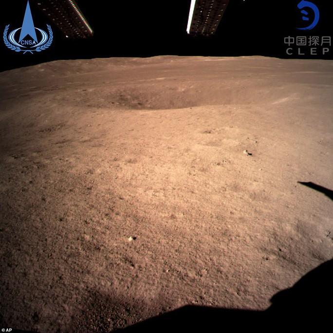 Vì sao con người không thể nhìn thấy vùng tối của mặt trăng? - Ảnh 4.