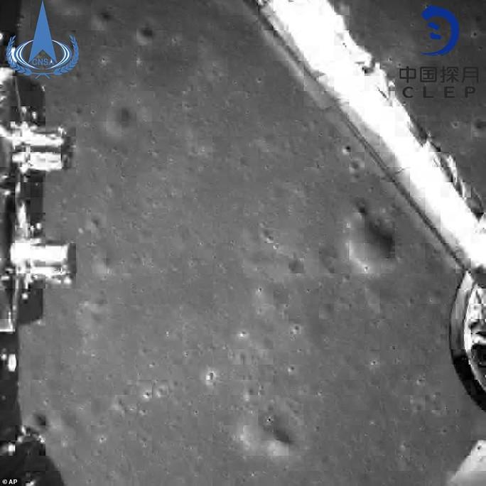 Vì sao con người không thể nhìn thấy vùng tối của mặt trăng? - Ảnh 3.