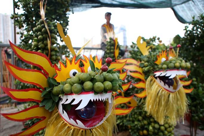 Chợ hoa Tết Bến Bình Đông ngày càng đìu hiu dù cận Tết - Ảnh 6.