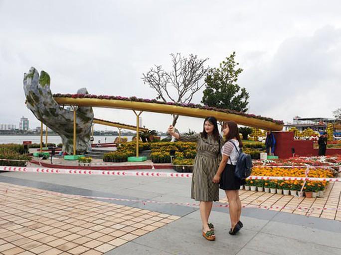 Đà Nẵng, Hội An tràn ngập sắc màu lễ hội dân gian - Ảnh 1.