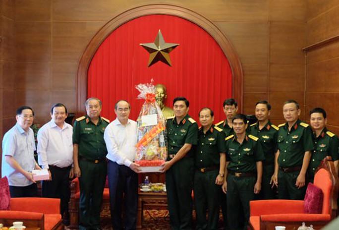 Thủ tướng chúc Tết bộ đội Trường Sa - Ảnh 1.
