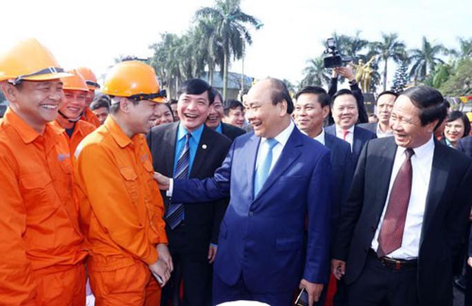 Thủ tướng Nguyễn Xuân Phúc dự Tết sum vầy tại Hải Phòng - Ảnh 1.