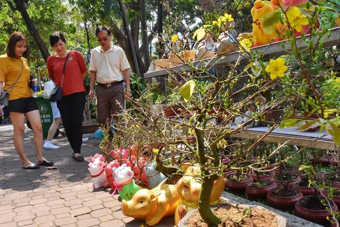 Chợ hoa Tết Bến Bình Đông ngày càng đìu hiu dù cận Tết - Ảnh 13.