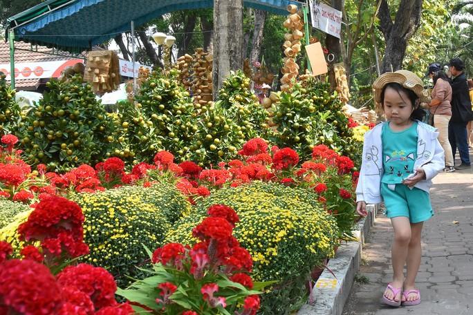 Chợ hoa Tết Bến Bình Đông ngày càng đìu hiu dù cận Tết - Ảnh 9.