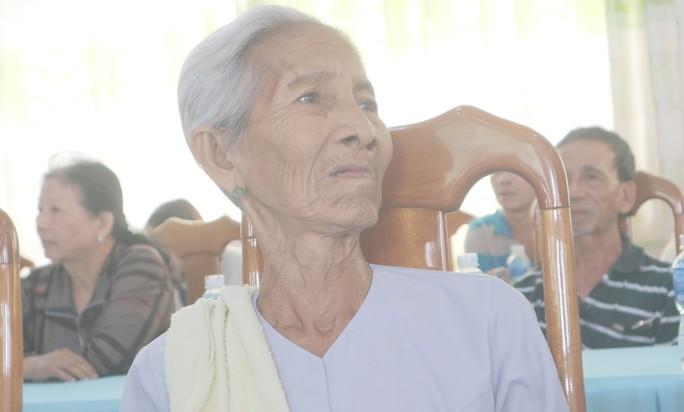 Nhiều cụ bà khóc nghẹn vì nhận căn nhà mơ ước đón Tết - Ảnh 1.