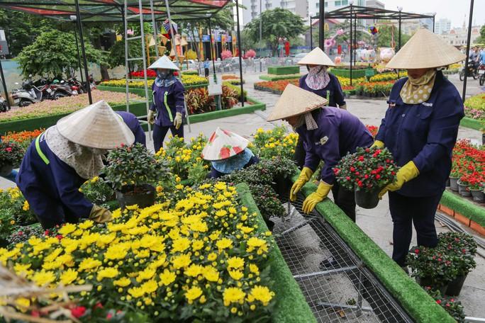 Toàn cảnh đường hoa Nguyễn Huệ trước giờ khai mạc - Ảnh 9.