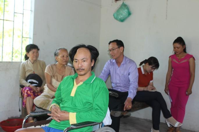 CHƯƠNG TRÌNH XUÂN NHÂN ÁI – TẾT YÊU THƯƠNG: Trao tiền hỗ trợ 2 công nhân bị TNLĐ ở Bạc Liêu - Ảnh 1.
