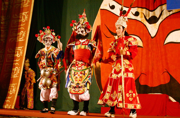Vua hát bội kể chuyện nghệ sĩ sáng bán khoai, tối làm hoàng đế - Ảnh 4.