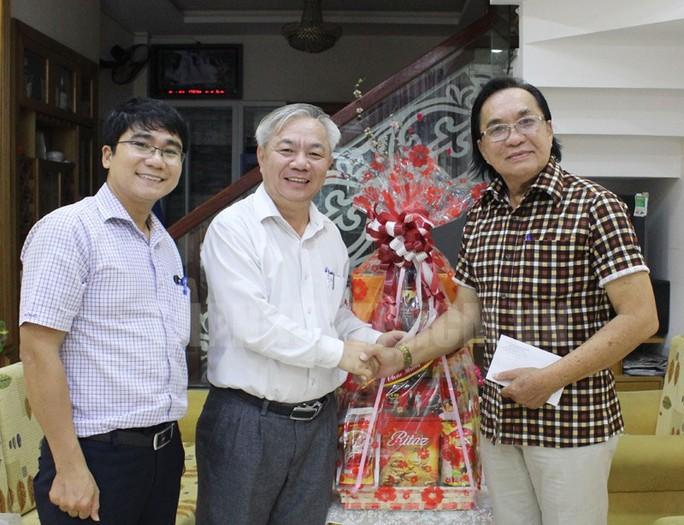 Lãnh đạo Thành ủy TP HCM thăm và chúc tết nghệ sĩ - Ảnh 4.