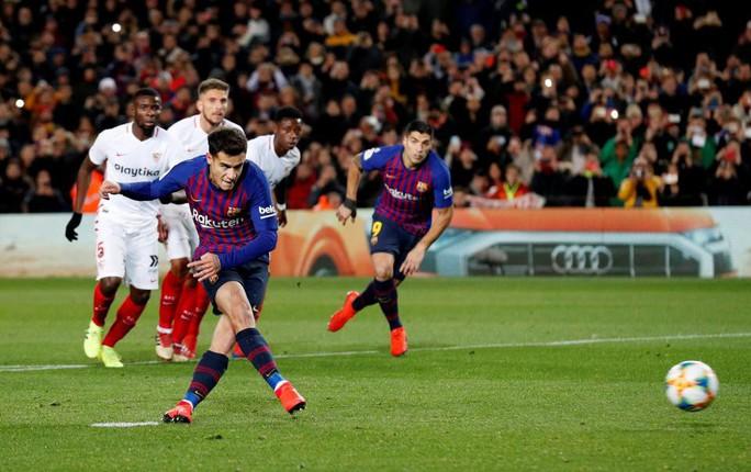 Coutinho cảm kích vì được Messi nhường sút phạt đền - Ảnh 1.