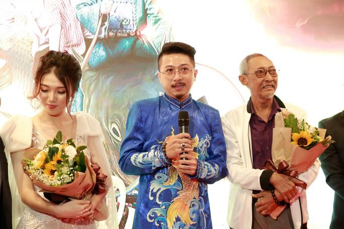 Vợ chồng Lâm Vỹ Dạ - Hứa Minh Đạt mang 2 con đến Táo quậy - Ảnh 1.