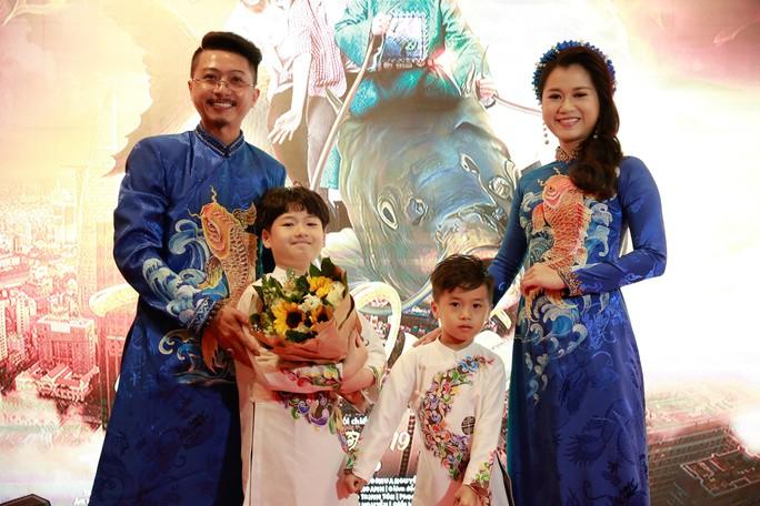 Vợ chồng Lâm Vỹ Dạ - Hứa Minh Đạt mang 2 con đến Táo quậy - Ảnh 6.
