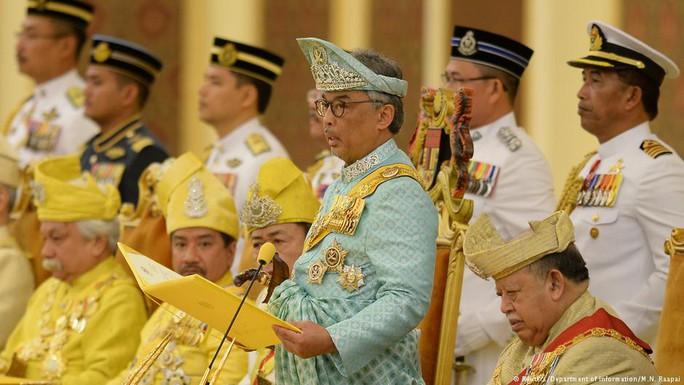 Quốc vương thứ 16 của Malaysia đăng cơ - Ảnh 1.