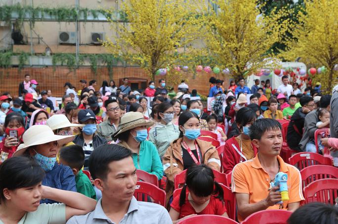 TP HCM: Tưng bừng lễ tiễn 1.500 thanh niên công nhân về quê đón Tết - Ảnh 1.