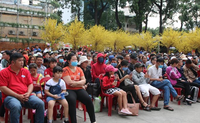 TP HCM: Tưng bừng lễ tiễn 1.500 thanh niên công nhân về quê đón Tết - Ảnh 3.
