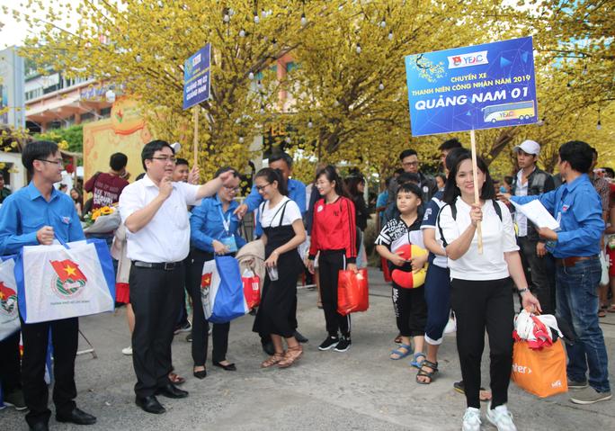TP HCM: Tưng bừng lễ tiễn 1.500 thanh niên công nhân về quê đón Tết - Ảnh 5.