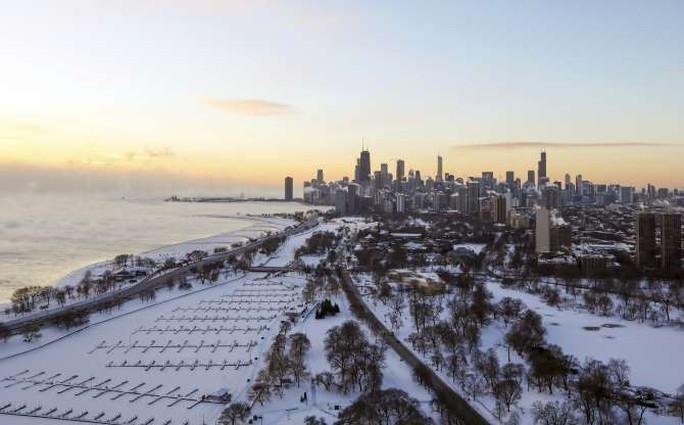 Mỹ: Lạnh tới mức phải nổi lửa đốt đường ray  - Ảnh 5.