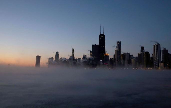 Mỹ: Lạnh tới mức phải nổi lửa đốt đường ray  - Ảnh 6.