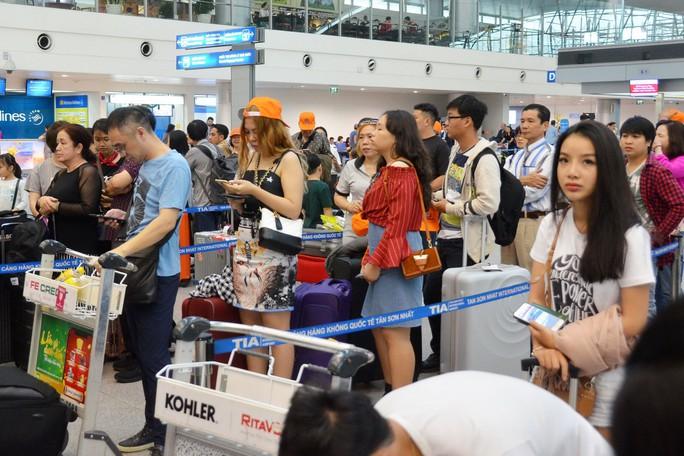 Chống nghẽn sân bay Tân Sơn Nhất dịp Tết, cách nào? - Ảnh 1.