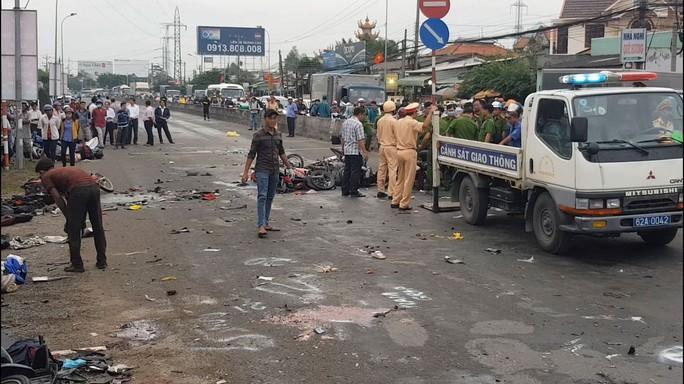 Vụ xe container gây tai nạn thảm khốc tại Long An: Ai bồi thường cho nạn nhân? - Ảnh 1.