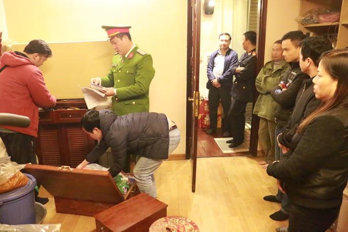 Bắt ông trùm cưỡng đoạt tài sản tại chợ Long Biên - Ảnh 2.