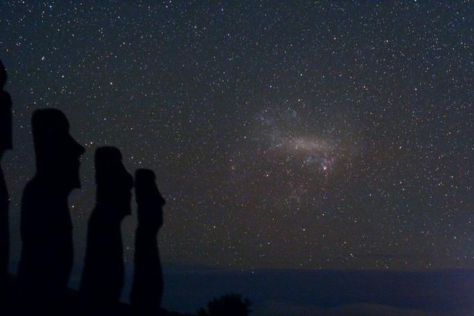 Một thiên hà đang lao tới, đe dọa đẩy trái đất khỏi vùng sự sống - Ảnh 2.