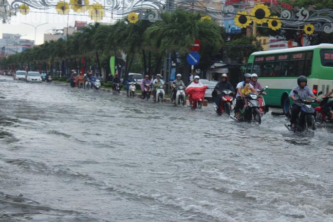 Bạc Liêu, Cà Mau ngập kỷ lục do ảnh hưởng bão số 1 - Ảnh 2.