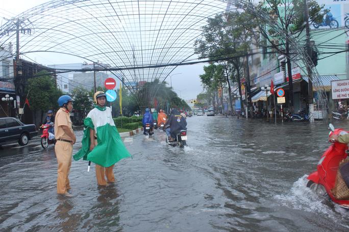 Bạc Liêu, Cà Mau ngập kỷ lục do ảnh hưởng bão số 1 - Ảnh 7.