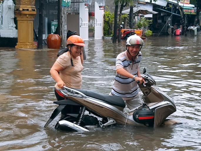 Bạc Liêu, Cà Mau ngập kỷ lục do ảnh hưởng bão số 1 - Ảnh 13.