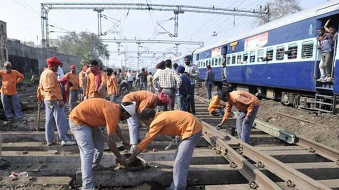 Ấn Độ: 19 triệu người đua tranh 63.000 việc làm - Ảnh 1.
