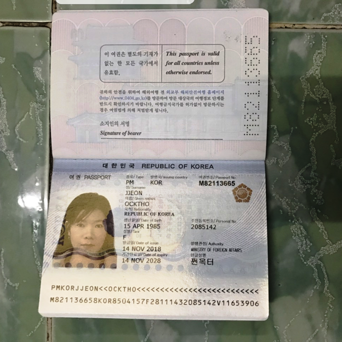 Trả lại tài sản lớn cho du khách Hàn Quốc bỏ quên - Ảnh 2.